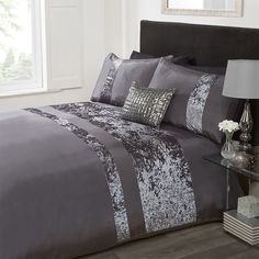 Twin Bed Sets With Comforter Code: 5996591534 Red Duvet Cover, Duvet Covers, Metallic Cushions, Bed Cover Design, Designer Bed Sheets, Clean Bedroom, Bed Spreads, Comforter Sets, Luxury Bedding