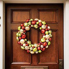 54 Festive Christmas Wreaths: Ornament Christmas Wreath