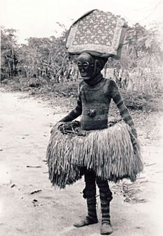 A mingandji to Mukoso with wooden masks (photo Henri Nicolai, African Masks, African Art, Congo, Human Oddities, Statues, Art Premier, Old Photography, African Tribes, Out Of Africa