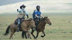 La carrera de caballos más dura del mundo, 1.000 Km !!!!!!!  Es una experiencia que lleva a extremos el cuerpo y la mente. Una competencia única, sobre caballos casi salvajes, a través de parajes milenarios una vez recorridos por los heraldos del imperio mongol.  https://www.facebook.com/pages/Foro-Horses/729255127151667