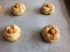 Questi biscotti ricotta e amaretti sono dei bocconcini ideali per accompagnare una pausa caffè o tè. Sono facili da preparare ed anche piuttosto leggeri.
