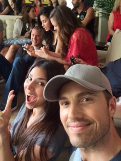 Witches of East End, Eric Winter and the gang