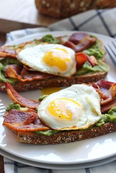 This Open-Faced Breakfast Sandwich is a quick and easy fix for mornings or brunch with chilled guacamole spread, crisp bacon and sunny side up eggs From: The Cooking Jar, please visit Healthy Recipes, Healthy Meal Prep, Healthy Breakfast Recipes, Brunch Recipes, Gourmet Recipes, Healthy Snacks, Cooking Recipes, Keto Recipes, Dishes Recipes