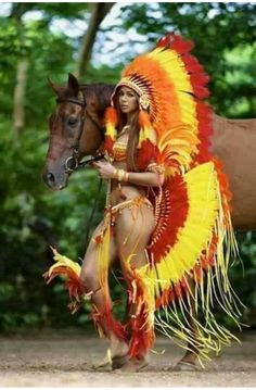 Quechua girl wearing a tribal warrior tribe carnival costumes, and keeps her horse. Brazil Carnival, Trinidad Carnival, Caribbean Carnival, Tribal Warrior, Native American Beauty, Carnival Costumes, Carnival Dancers, Native Indian, First Nations