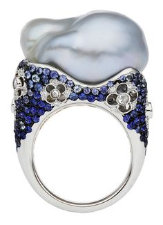 Autore Venezia Ring - Alessio Boschi, the light color of the sapphire matches beautifully with the free form pearl~ what an artist!