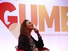 """Depois de mais de 20 anos de jornalismo, Regina Augusto, expert em mercado, comunicação, marketing e mídia, lançou sua nova agência Gume na manhã dessa terça-feira, em São Paulo. """"Não paro de sentir frio na barriga!"""", disse no comecinho da coletiva de imprensa, que seguiu descontraída. """"Embora seja o mesmo território, o da comunicação, agora eu atuo do outro lado, o dos empreendedores. E como empreendedora, estou começando do zero"""", riu."""
