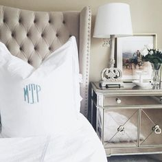 Love this combo - a tufted headboard + mirrored nightstand Mirrored Nightstand, Mirror Furniture, Nightstand Ideas, Luxury Furniture, Bedroom Furniture, Bedroom Night Stands, Stylish Home Decor, Guest Bedrooms, Master Bedrooms