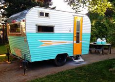 How Myrtle Got Her Groove Back ~a. Painting a Vintage Travel Trailer Retro Trailers, Retro Caravan, Retro Campers, Vintage Travel Trailers, Camper Trailers, Vintage Campers, Tiny Trailers, Camper Caravan, Happy Campers