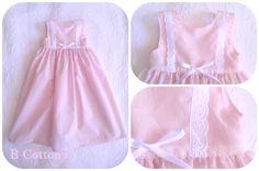 Cueiro de algodão cor de rosa com bordado Inglês e lacinho branco