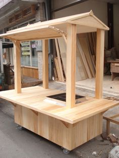 If you are passionate about woodworking and are in possession of dainty hands then let me tell you 10 wood projects that make money. Kiosk Design, Cafe Design, Booth Design, Easy Woodworking Projects, Wood Projects, Stall Decorations, Bike Food, Food Truck Design, Food Stands