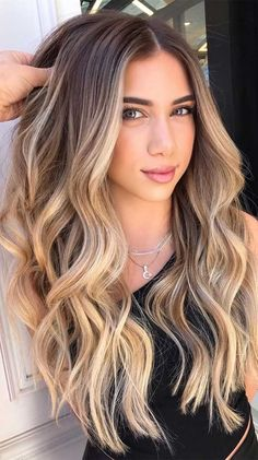 Gorgeous Hair Colors That Will Really Make You Look Younger Honey Blonde Hair, Blonde Hair Looks, Balayage Hair Brunette With Blonde, Beach Blonde Hair, Cabelo Ombre Hair, Hair Color Balayage, Balayage Hair Honey, Balyage Hair, Brown Balayage