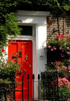 I love this front door in Notting Hill, I want to live there! Or just steal the front of the house.