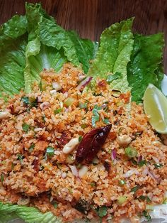 Nam Khao, or more specifically Nam Khao Tod Literally: Nam = is a Lao-style Vietnamese fermented raw pork sausage (Nem Chua or Som Moo in Lao). Laos Recipes, Thai Recipes, Rice Recipes, Raw Food Recipes, Asian Recipes, Dinner Recipes, Cooking Recipes, Healthy Recipes, Kitchen