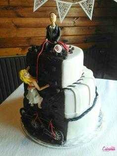 """SVATEBNÍ DORT """"HOROLEZCI"""" :-) spodní patro vanilkový dort s vanilkovým máslovým krémem plněný jahodami :-) prostřední patro čokoládový dort se šlehačkovo - tvarohovým krémem plněný malinami :-) vrchní patro oříškový dort se šlehačkovým tiramisu krémem plněný karamelem :-) povrch dortu a ozdoby pravý marcipán (kola - cukrová hmota) :-) www.cukrarnaeliska.cz :-) #cukrarnaeliska #wedding #weddingcake #marzipan #marzipancake #horolezci Marzipan, Tiramisu, Cake, Desserts, Food, Tailgate Desserts, Deserts, Kuchen, Essen"""