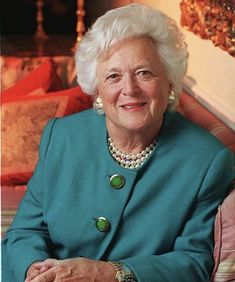 Former First Lady, Barbara Bush married to President George H. Bush, president of the United States dies at the age of 92 of COPD (Chronic Obstructive Pulmonary Disease). In a 2013 interview, she said: 'I have no fear of death' . First Lady Of Usa, First Lady Of America, Barbara Pierce Bush, Barbara Bush, Presidents Wives, American Presidents, American History, Great Women, Amazing Women