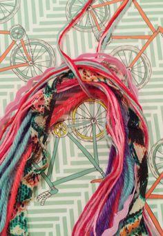 Yarn Projects, Diy Projects To Try, Sewing Projects, Diy Tassel, Tassels, Crochet Chain, Mini Scrapbook Albums, Mini Albums, Macrame Art