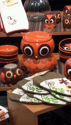 Owl kitchen collection, I have the cookie jar, need the rest. Owl Kitchen Decor, Kitchen Themes, Owl Food, Crazy Owl, Owl Cookies, Biscuit, Beautiful Owl, Owl Crafts, Wise Owl