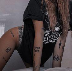 Tattoo P, Diy Tattoo, Piercing Tattoo, Dream Tattoos, Mini Tattoos, Future Tattoos, Dainty Tattoos, Small Tattoos, Little Tattoos