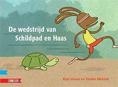 Rian Visser: Schildpad en Haas houden een hardloopwedstrijd. Wie is het eerst bij de paardenbloemen aan het eind van het bospad? Alle dieren uit het bos komen kijken en helpen mee met de wedstrijd. Haas weet zeker dat hij het snelst is. Daarom kan hij best nog even een koprol maken en over een boomstam springen. Ondertussen kruipt Schildpad rustig verder.