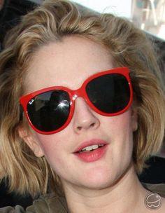 59c2811ed Drew Barrymore ousou no estilos óculos vermelho! #oculos #oculosdesol # eyewear #sunglasses