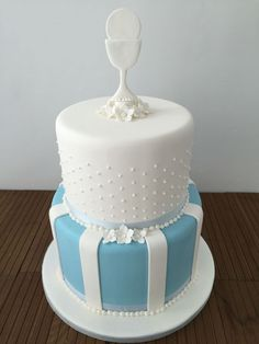 Image result for beautiful first holy communion cakes for boys First Holy Communion Cake, First Communion Cakes, Comunion Cakes, Christian Cakes, Cake Paris, Baptism Cupcakes, First Communion Decorations, Gift Box Cakes, Confirmation Cakes