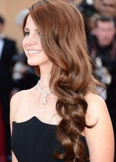 side wavy hairstyle for prom