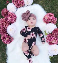 This image may contain: 1 person, flower The Effective Pictures We Offer You About baby girl fashion Cute Baby Girl, Baby Love, Cute Babies, Baby Girl Newborn, Baby Girl Pictures, Foto Baby, Newborn Baby Photography, Cute Baby Clothes, Baby Girl Fashion