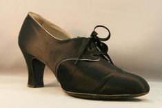 1920s Satin Lace-Up Heeled Oxford with Contrasting French Binding