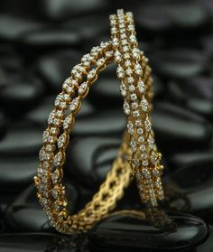 Wonderful Jewelry display velvet,Beautiful jewelry diy and Dainty jewelry rose gold. Boho Jewelry, Wedding Jewelry, Beaded Jewelry, Vintage Jewelry, Fashion Jewelry, Silver Jewelry, Jewelry Shop, 925 Silver, Sterling Silver