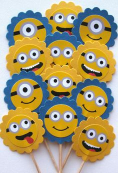 Despicable Me Minion Faces Cupcake. Minions Birthday Theme, 2 Birthday, Minion Theme, Despicable Me Party, Minions Despicable Me, Foam Crafts, Diy And Crafts, Crafts For Kids, Birthday Party Decorations