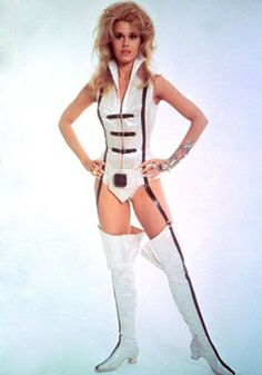 Jane Fonda as,' Barbarella' by Jacques Fonteray and Paco Rabanne 1960s Fashion, Fashion Models, Vintage Fashion, Jane Fonda Barbarella, Barbarella Movie, Cinema Tv, Space Girl, Space Age, Actrices Hollywood