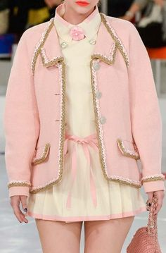 Chanel Cruise in Séoul. Look Fashion, High Fashion, Fashion Show, Fashion Design, Couture Fashion, Runway Fashion, Womens Fashion, Mode Outfits, Fashion Outfits