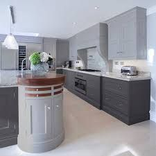 Smart and stylish, contemporary and curved, this light and dark gray contrasting kitchen cabinetry makes a true statement. Design by Grey Kitchens, Luxury Kitchens, Home Kitchens, Modern Kitchens, Kitchen Cabinetry, Kitchen Tiles, Kitchen Interior, Kitchen Decor, Kitchen Carts