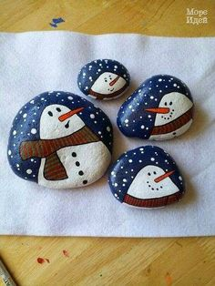 50 Creative DIY Christmas Painted Rock Design Ideas - Best Home Decorating Ideas Pebble Painting, Pebble Art, Stone Painting, Painting Art, Cool Paintings, Stone Crafts, Rock Crafts, Snowman Crafts, Holiday Crafts
