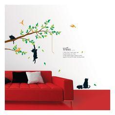 Muursticker met een aantal poezen spelend op een boom.