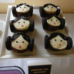 Princess Leia cupcakes have nothing to do with fall, but they're too cute.