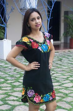 que tal una blusa camisera que paresca un vestido Mexican Fashion, Mexican Outfit, Mexican Dresses, Mexican Clothing, Girls Maxi Dresses, Nice Dresses, Traditional Mexican Dress, Fiesta Outfit, Mexican Embroidered Dress