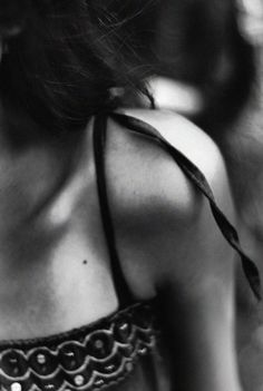Black and white sensual Skin And Bones, Black And White Pictures, Black White, Make A Wish, Back To Black, Belle Photo, Black And White Photography, Moonlight, In This Moment