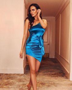 Blue Satin Dress, Silky Dress, Satin Dresses, Sexy Dresses, Sexy Outfits, Cool Outfits, Fashion Outfits, Knee Length Dresses, Blouse Styles