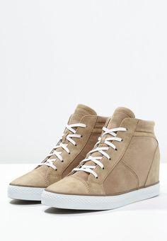 512b7572b2b3 7 bästa bilderna på Skor   Nike boots, Adidas running shoes och ...
