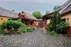valea-verde Bucharest Romania, Tourism, Places To Visit, Cabin, Traditional, Vacation, Nice, House Styles, Outdoor Decor