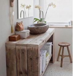 keienvloer en natuurlijk zachtgrijze muur. Prachtige natuurstenen wasbak