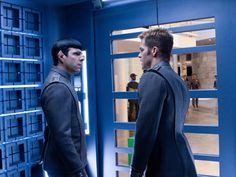 Kirk and Spock in this new image from Star Trek Into Darkness. Star Wars I, Film Star Trek, Star Trek Cast, Star Trek 2009, Star Trek Spock, New Star Trek, Star Trek Beyond, Star Trek Movies, Spock Zachary Quinto