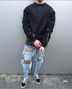Jaqueta Bomber, Camisa Camuflada, Calça Jeans Destroyed e Vans Old Skool