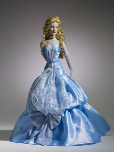 Dreamcastle Dolls, I do NOT care if she has changeable feet or not, I still WANT her!!!!