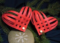 Hand Woven Red Nordic Heart by Harmonycraft on Etsy Christmas Hearts, Noel Christmas, Handmade Christmas, Paper Weaving, Hand Weaving, Kirigami, Valentine Day Love, Valentines, Quilling Designs