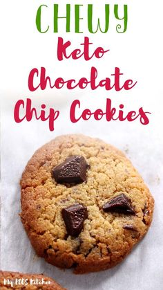 These chewy keto chocolate chip cookies are made with almond flour, xanthan gum and allulose. They're the best soft and chewy keto cookies you'll ever make. Try this easy recipe for a delicious low carb treat.a Crispy Chocolate Chip Cookies, Sugar Free Chocolate Chips, Low Carb Chocolate, Pumpkin Chocolate Chips, Sugar Free Cookies, Keto Cookies, Pumpkin Recipes Healthy Easy, Keto Recipes, Keto Desserts