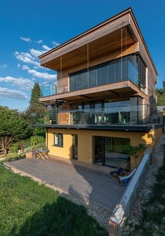 HAUS IN KLOSTERNEUBURG | AL Architekt Style At Home, Mansions, House Styles, Home Decor, Wood Facade, New Construction, Detached House, Decoration Home, Room Decor