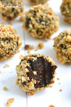 Clean Eating Cacao & Hazelnut Energy Bites - Only 4 ingredients and they taste like a healthy ferrero rocher! #glutenfree #vegan #paleo - Click to see the recipe on NotEnoughCinnamon.com