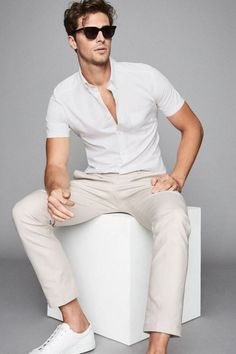 Mens Smart Casual Outfits, Formal Men Outfit, Men Casual, Best Mens Fashion, Men Fashion Show, Fashion Tips, Outfits In Weiss, Mens White Shorts, Mens White Outfit
